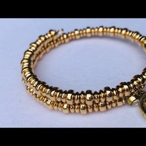 Jewelry - Gold beaded mom bracelet.